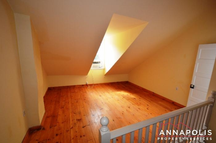 241 Hanover St -Bedroom 2a.JPG