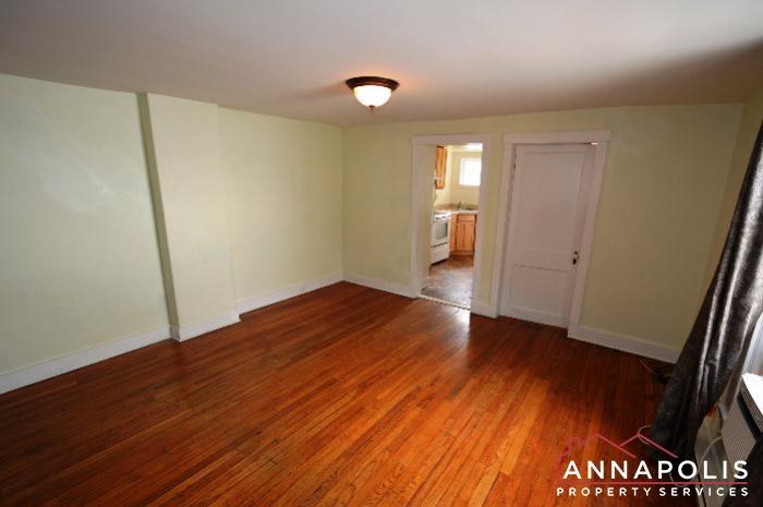 241 Hanover St -Living room b.JPG
