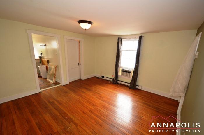 241 Hanover St -Living room c.JPG