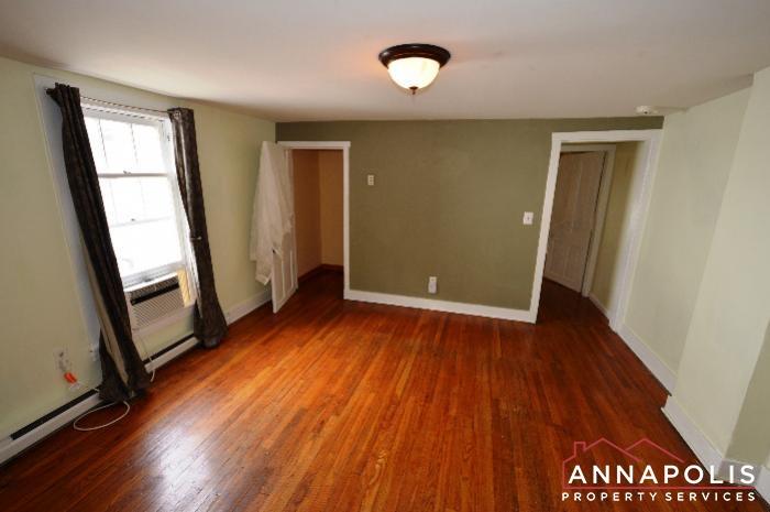 241 Hanover St -Living room.JPG