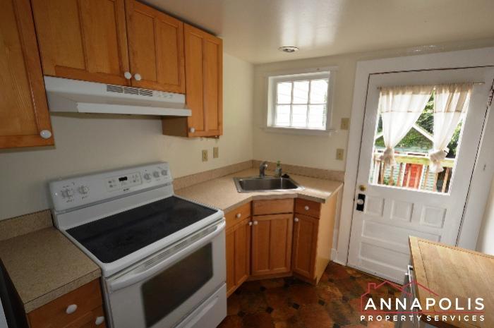 241 Hanover St -kitchen b.JPG