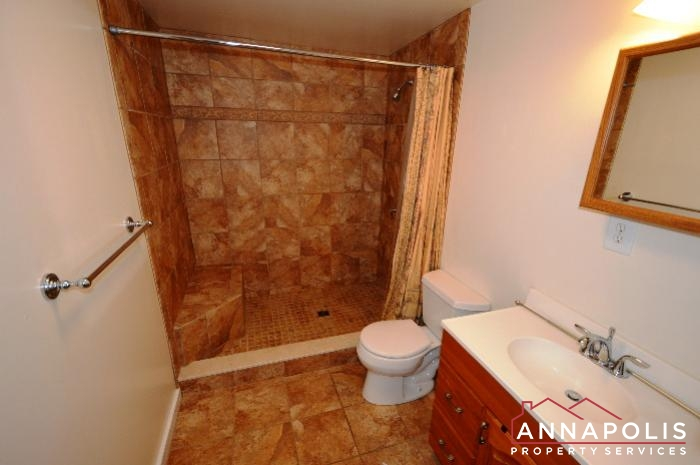 241 Hanover St -main bath.JPG