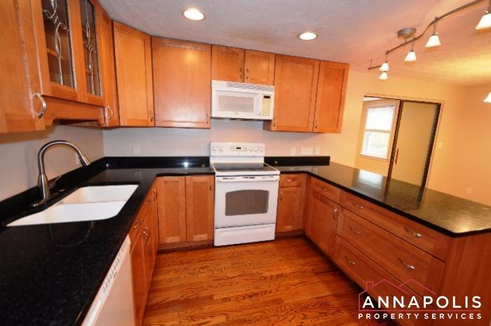1475 Amberwood Dr-kitchen b.JPG