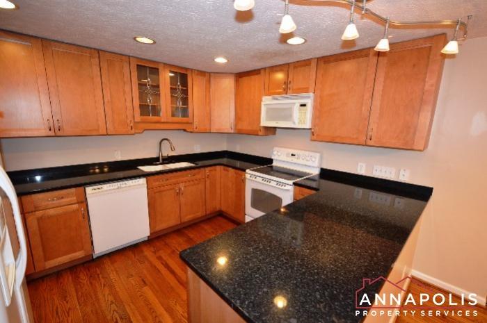 1475 Amberwood Dr-kitchen f.JPG