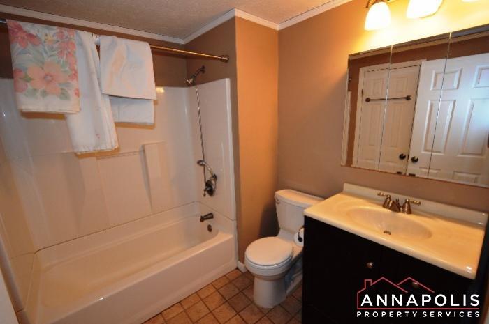 1475 Amberwood Dr-main bath a.JPG
