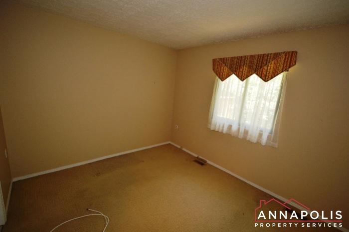 552 Greenhill Court-Bedroom 1a.JPG