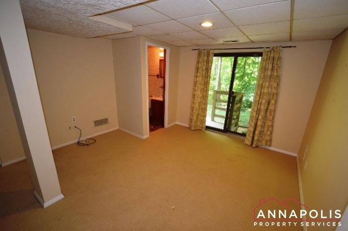 552 Greenhill Court-Family room a.JPG