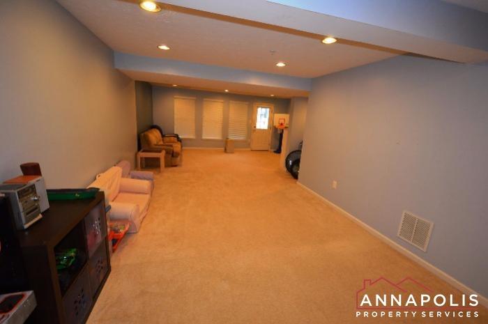 952 Citrine Court-Family room b.JPG