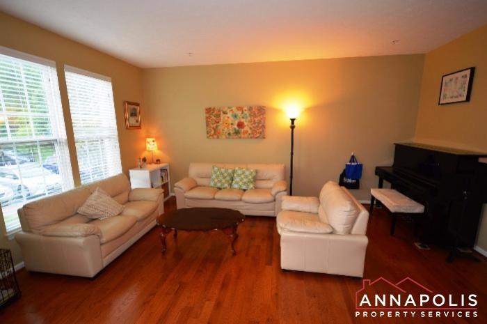 952 Citrine Court-Living room b.JPG