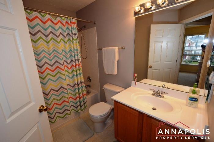 952 Citrine Court-Main bathroom.JPG