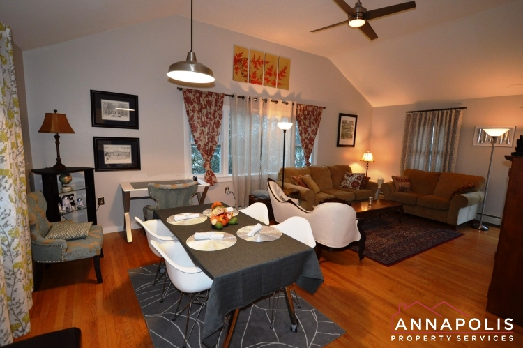 1007 Beech St-Dining and living fa.JPG