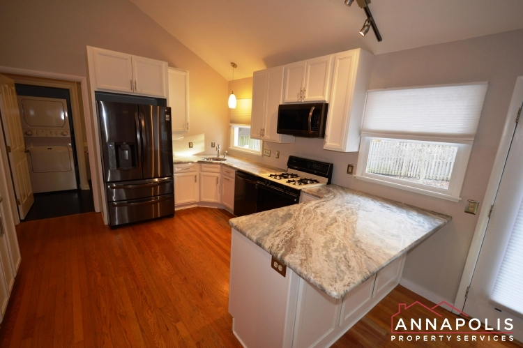 1007 Beech St-Kitchen b.JPG