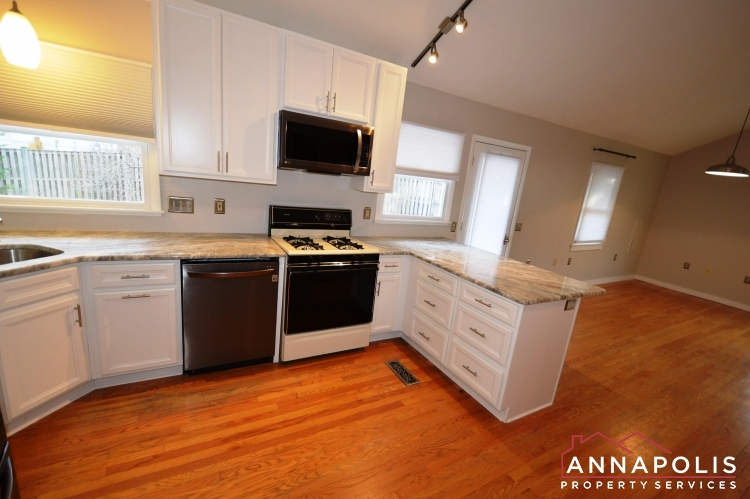1007 Beech St-Kitchen c.JPG