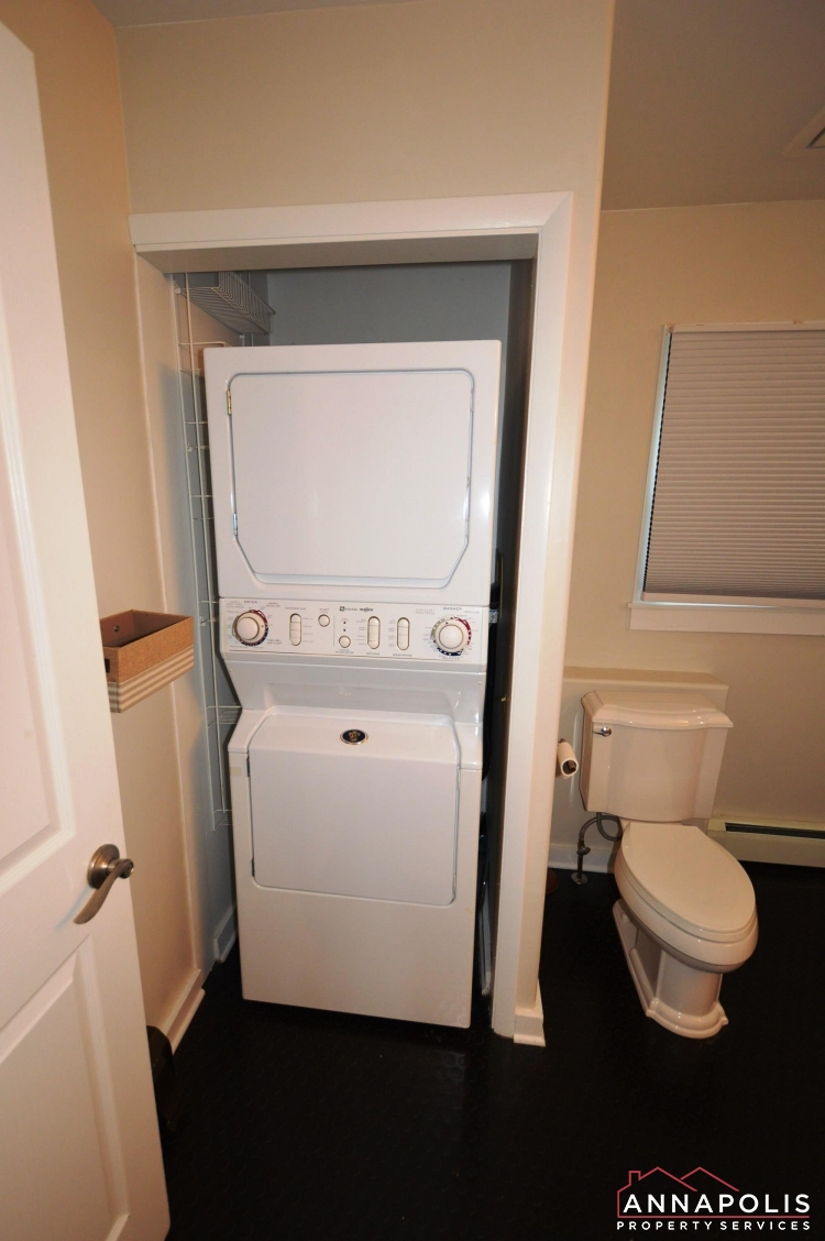 1007 Beech St-Washer and dryer.JPG
