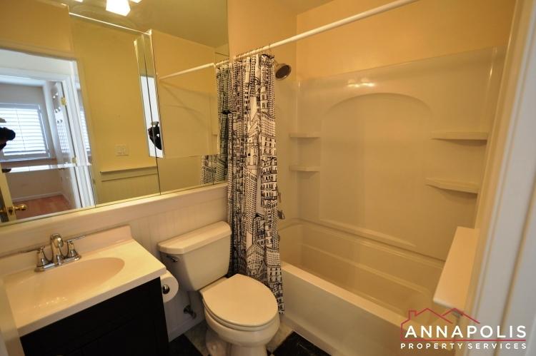 1117 Cedar Ridge-Upper bath a.JPG