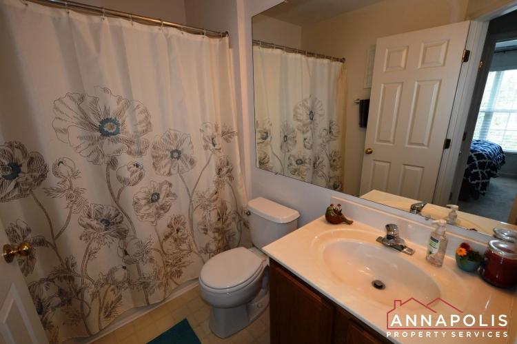 641 Howards Loop -Main bath room.JPG