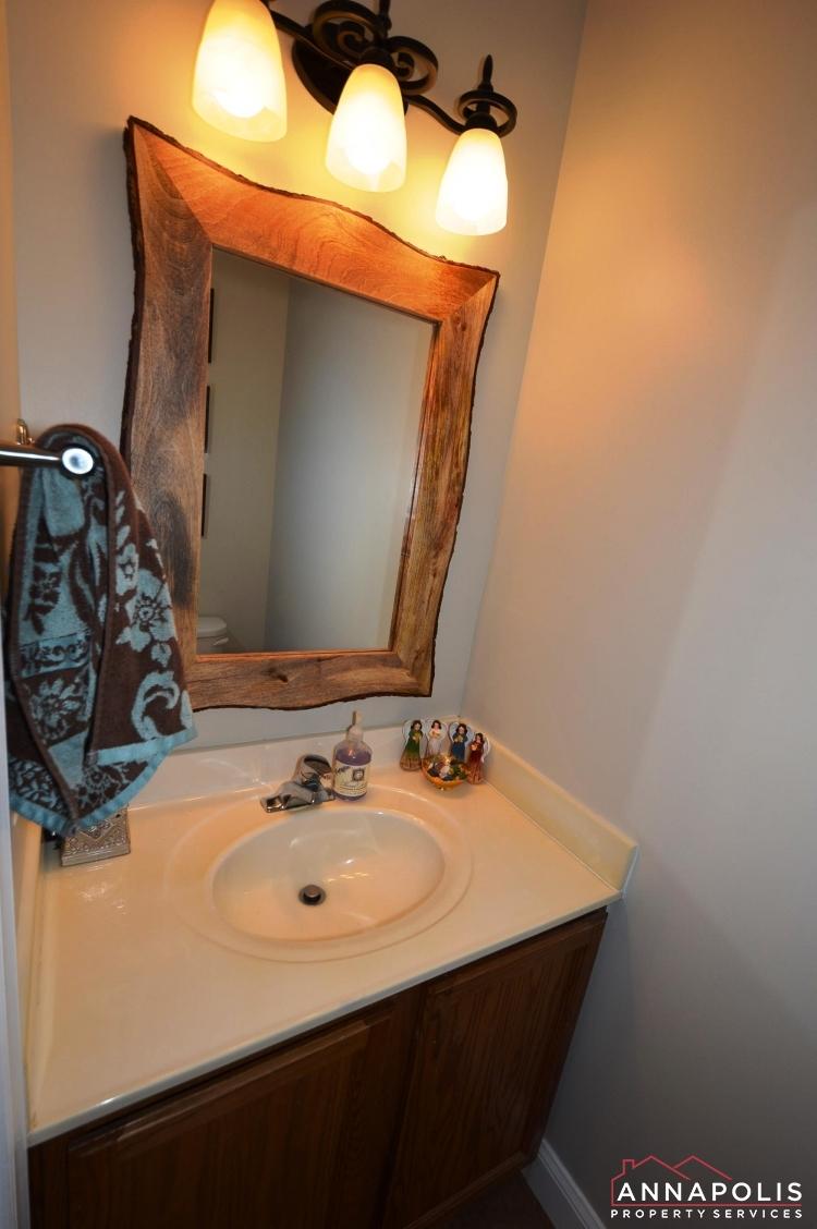 641 Howards Loop -POwder room(1).JPG