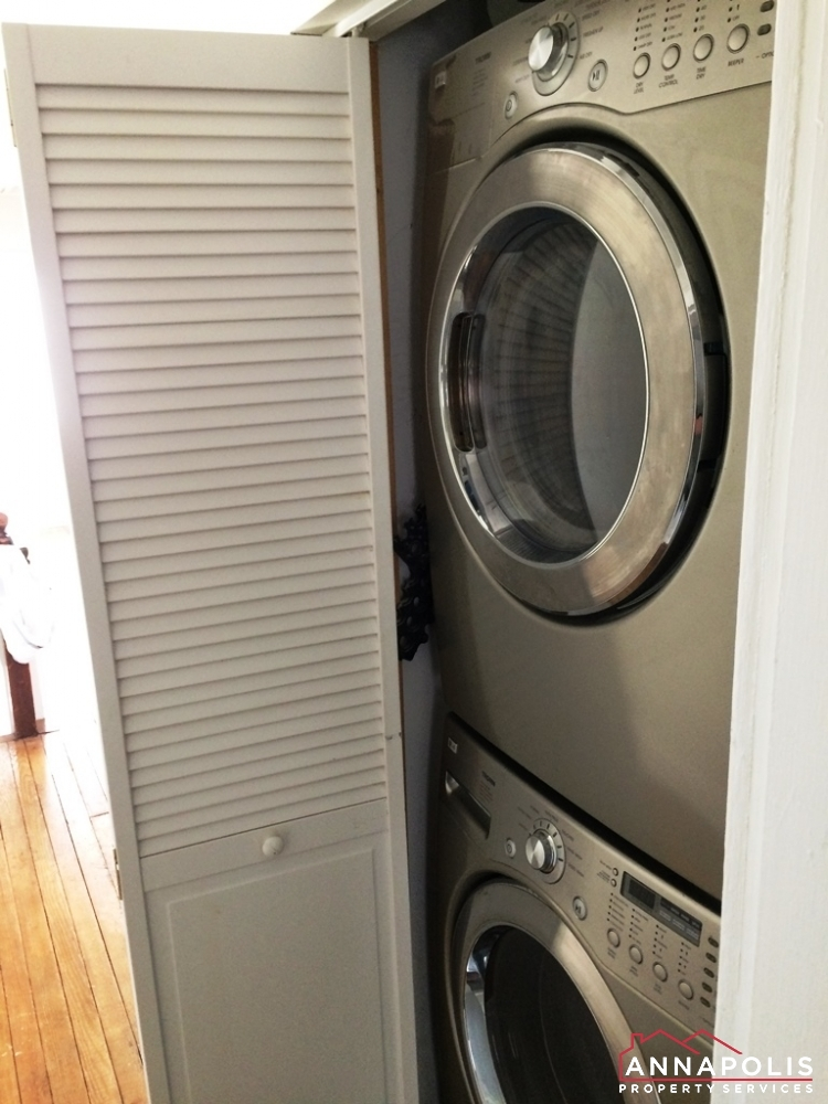 17 Brewer Ave-Washer and dryer .JPG
