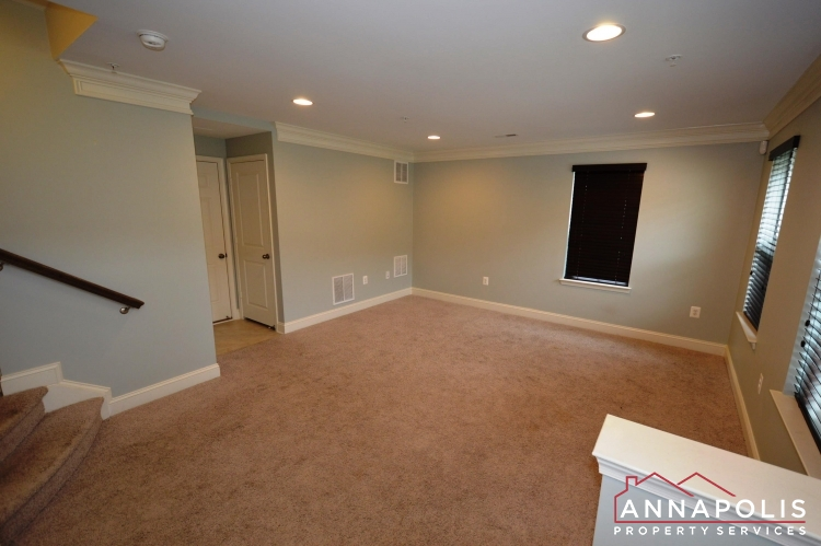 108 Vanguard Lane-Family room cn.JPG
