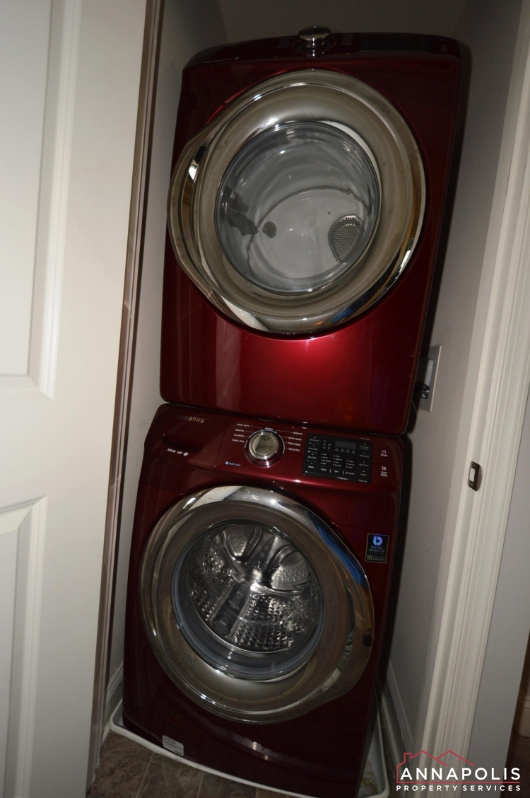 108 Vanguard Lane-washer and dryer(1).JPG