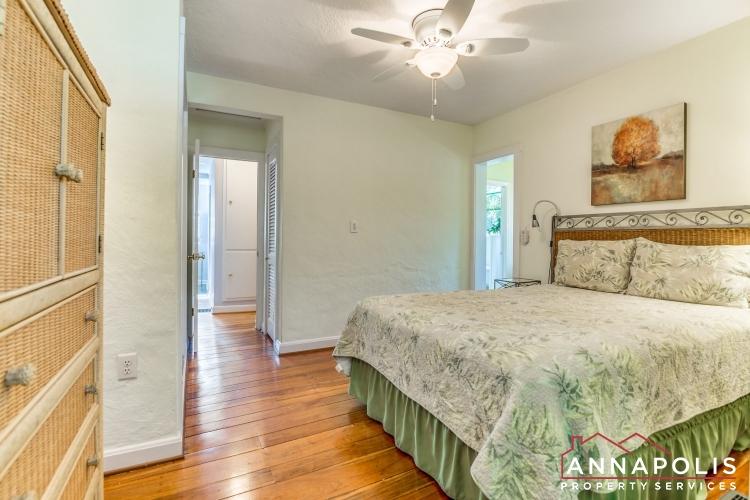 1106 Miami Ave-Masterbed room b(1).jpg