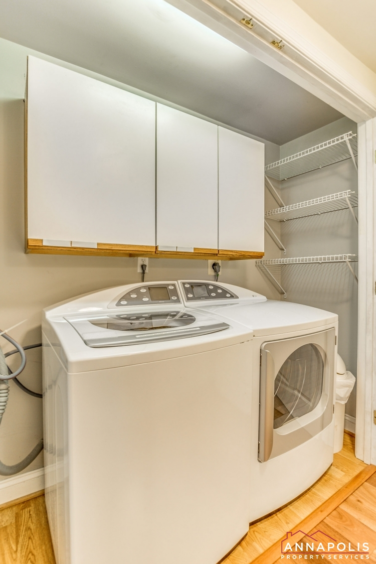 1106 Miami Ave-Washer and dryer(2).jpg