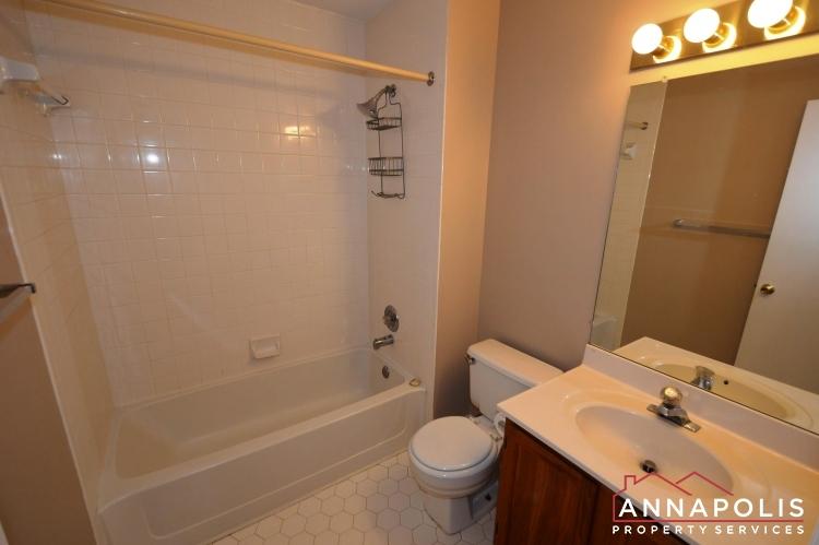 914 Breakwater Drive-Main bath room a.JPG