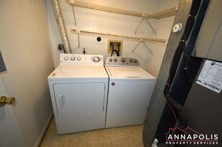 914 Breakwater Drive-Washer and dryer(2).JPG