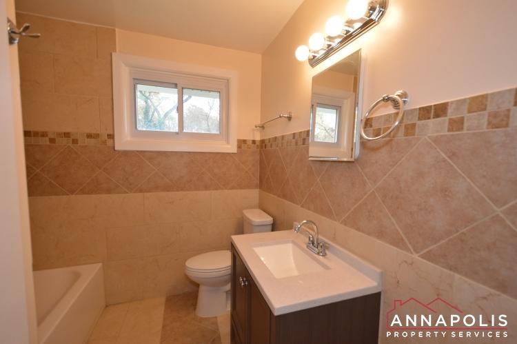 531 Bruce Ave-Bathroom a.JPG