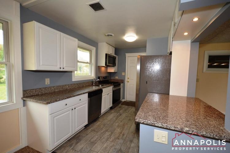 531 Bruce Ave-Kitchen a(3).JPG