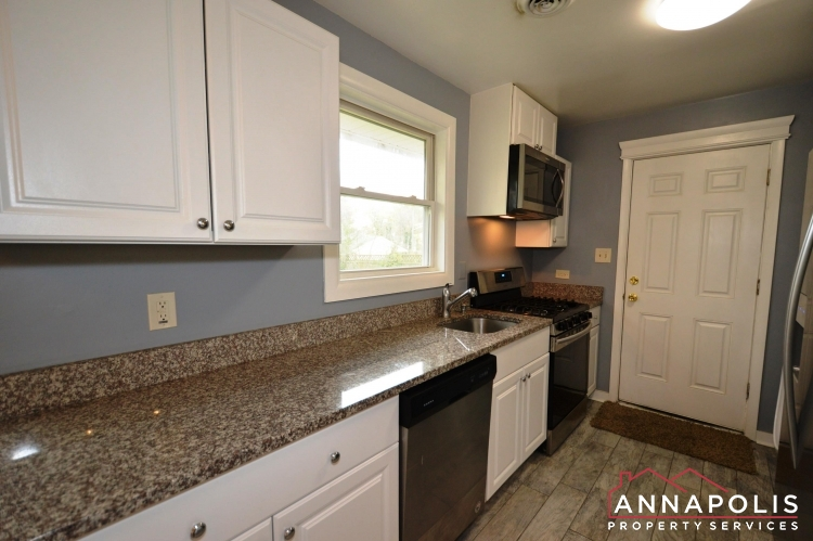 531 Bruce Ave-kitchen c.JPG