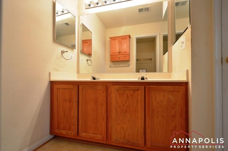 237 Braxton Way-Master bath c.JPG