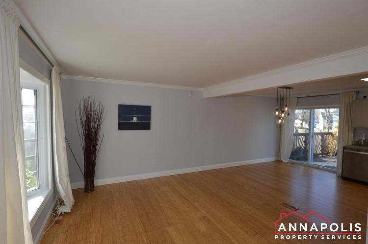 235 Gross Ave-LivingroomA.JPG