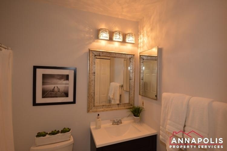 235 Gross Ave-mainfloorbathroom.JPG