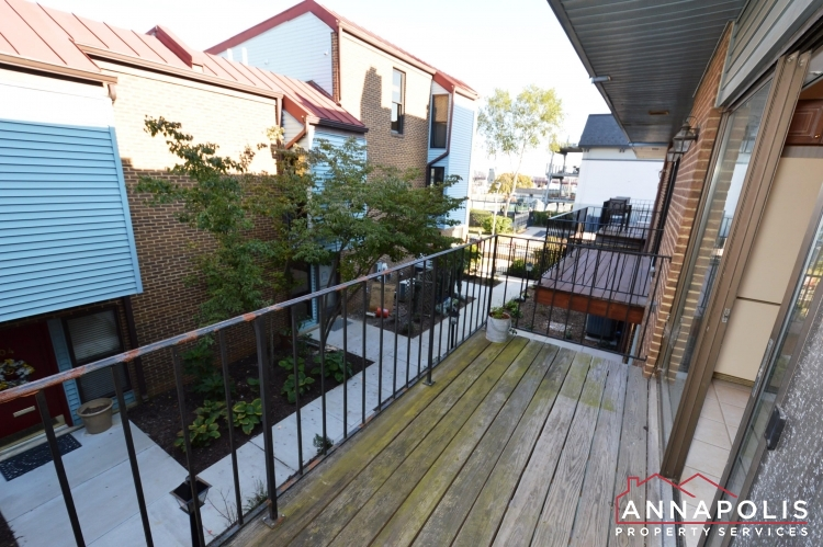 310#7 Burnside Street-Deck ann.JPG