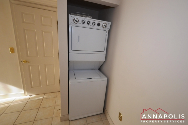 310#7 Burnside Street-Washer and dryer(2).JPG