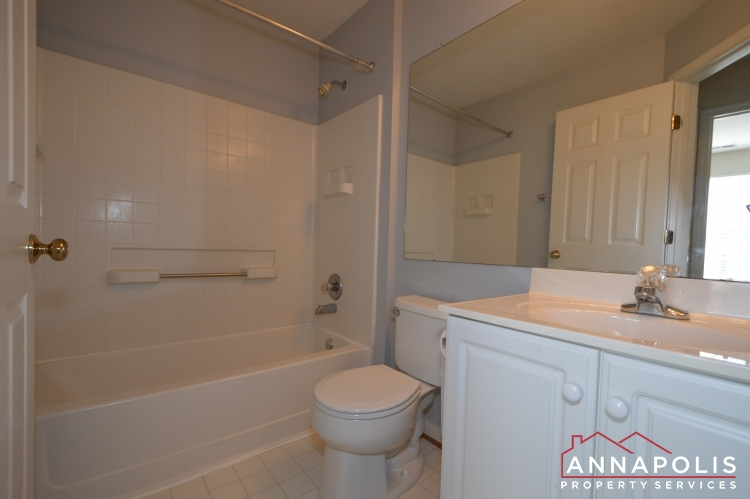 769 Howards Loop-Main bathroom.JPG