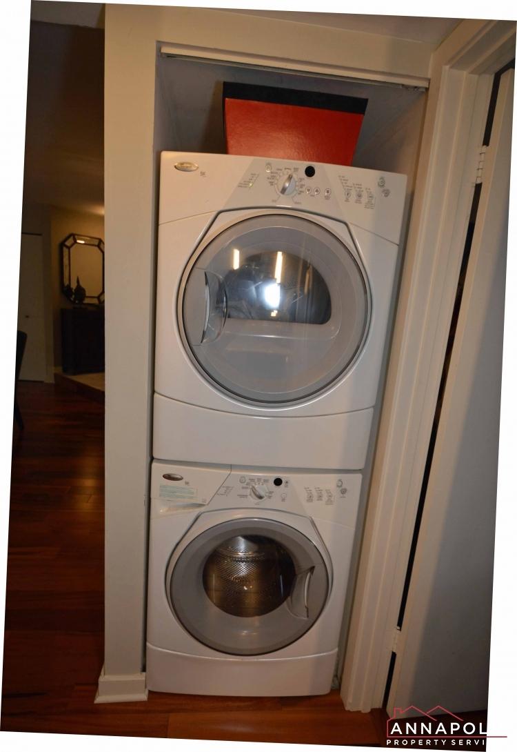 2016 Quay Village Ct T2-washer and dryer vert.JPG